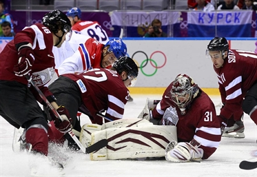 Czechs earn first win, 4-2